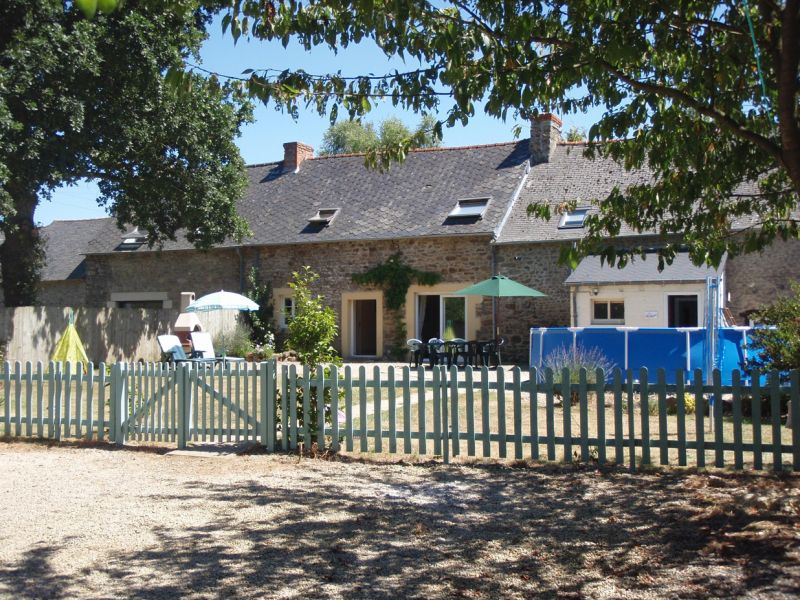 Jugon les Lacs area, 4 bedroom farmhouse in wooded countryside,