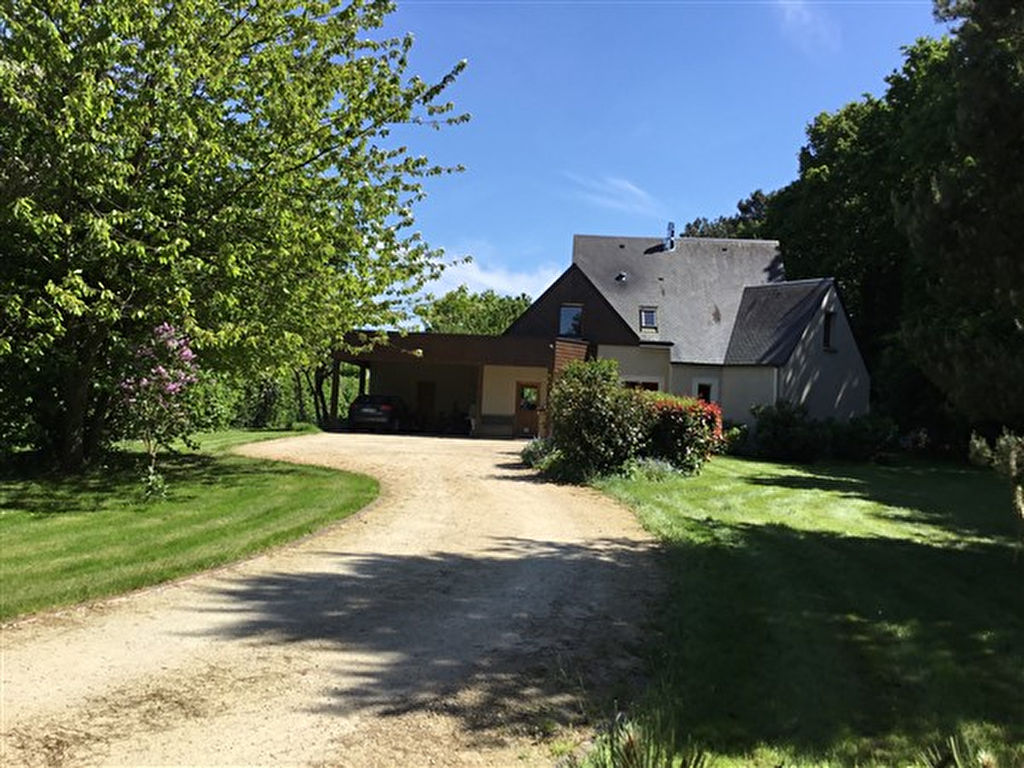 Large contemporary home close to Dinan