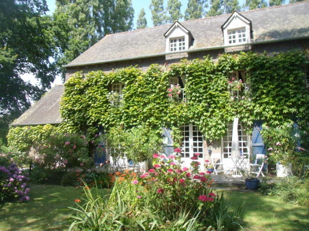 Property in Brittany, 20 mns from St Malo. The perfect property for BandB and gîtes...