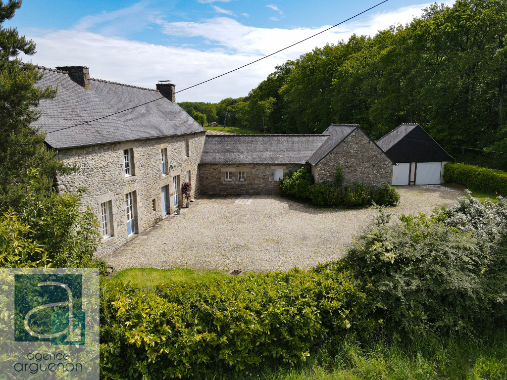 Character detached property, 5 bedrooms, in beautiful rural setting close to Dinan