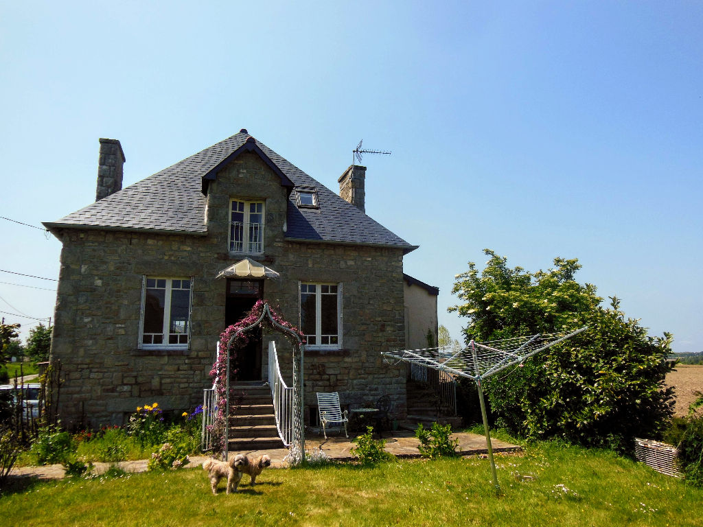 Between PLELAN and PLANCOET - Pretty 2 beds Detached Stone House  - Close to Golf Course, 15 mns to the coast.