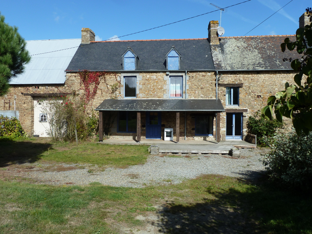 Mont-Saint-Michel area - Spacious and attractive stone farmhouse