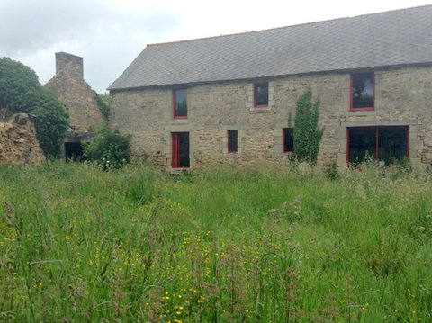 Jugon-les-lacs : superb stone property - great potential !