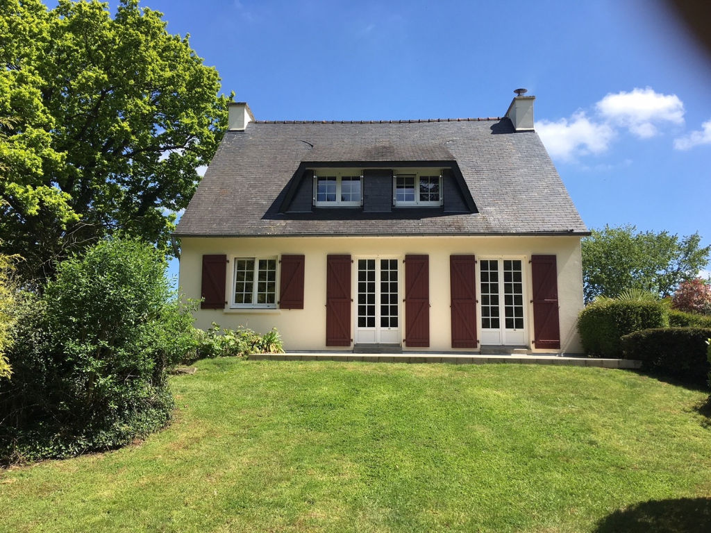 5 mins Dinan: delightful traditional house set on beautiful grounds