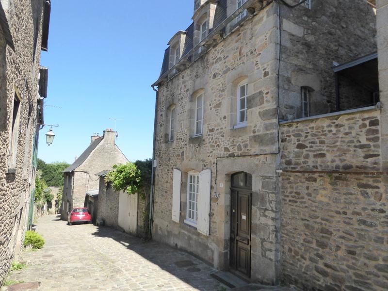 Exclusivité - Exceptionnel, Maison chargée d'histoire dans le cadre pittoresque du Vieux Dinan
