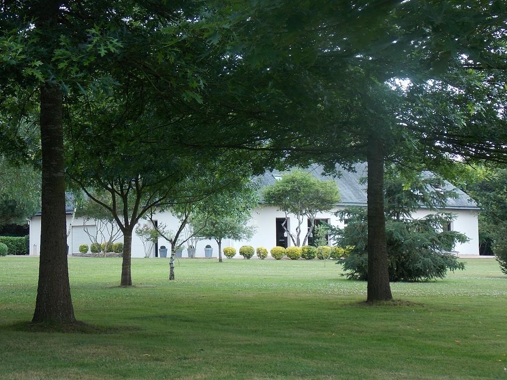 Propriété au coeur d'un parc de 6 hectares. Maison contemporaine de 450 m².