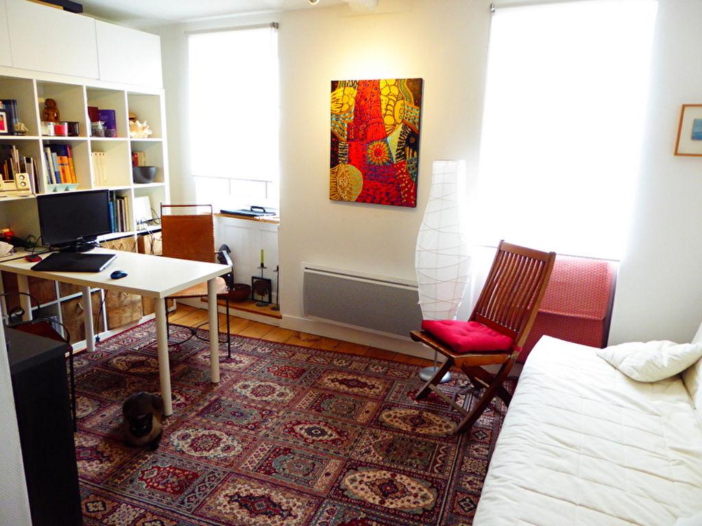 Dinan centre Historique: bel appartement de deux pièces.