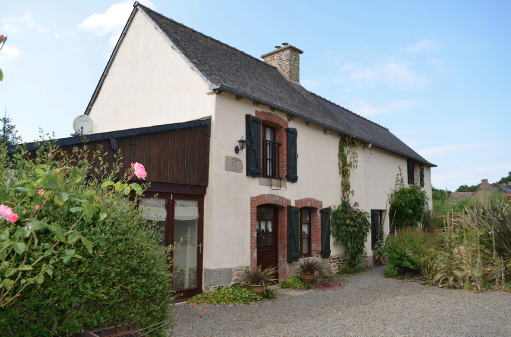 Two bedroom cottage in Evran, walking distance to the River Rance