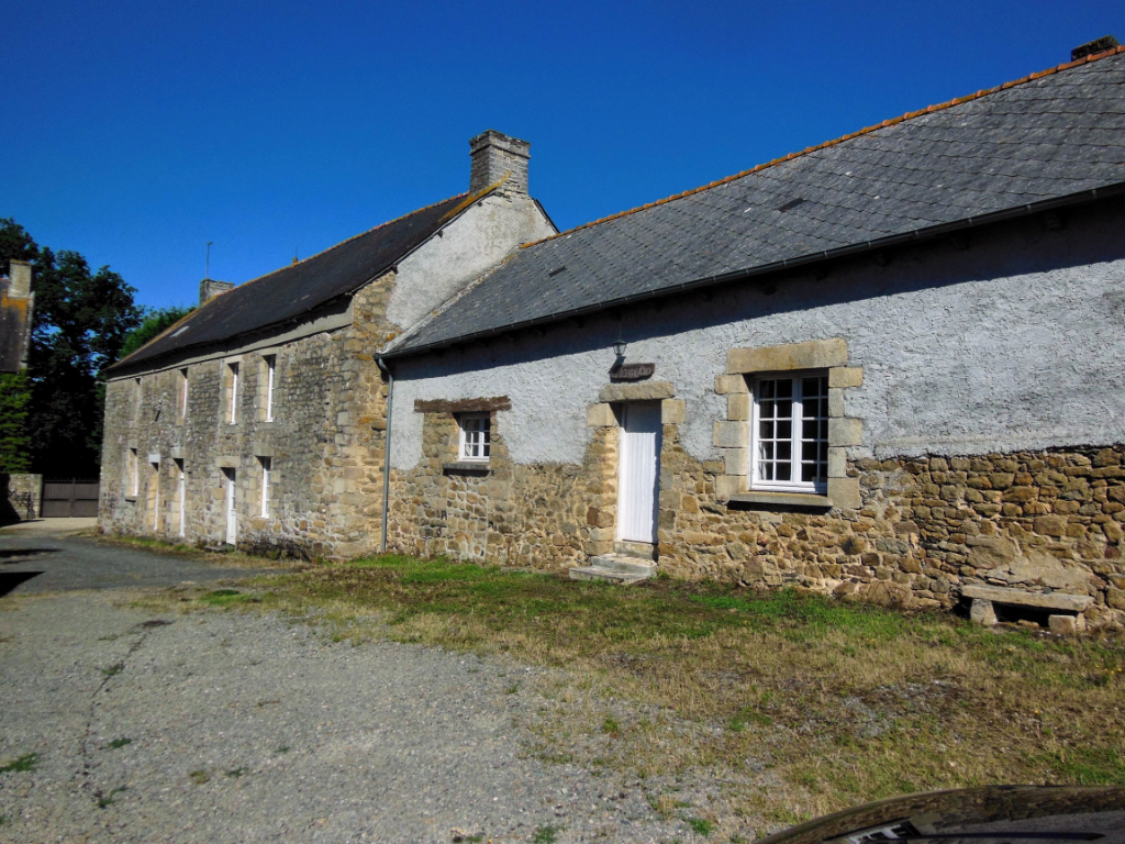 PLUMAUGAT - Lovely longere and oven house to renovate - 1/2 acre