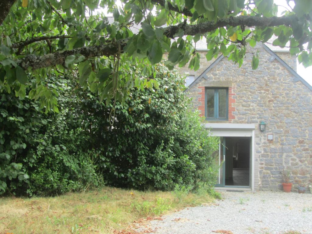 Maison en pierre,  140 m², 4 chambres, 1240 m² avec grandes dépendances.