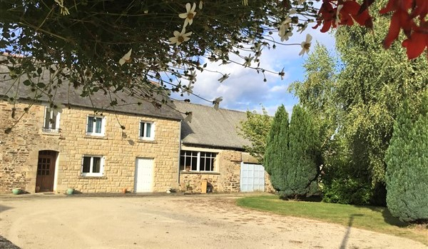 Broons area - Large stone farmhouse ideal for gîtes