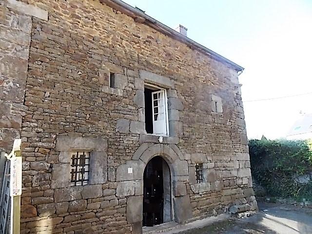 Proche du port de la Hisse, maison en pierre, 130 m², 2 chambres.