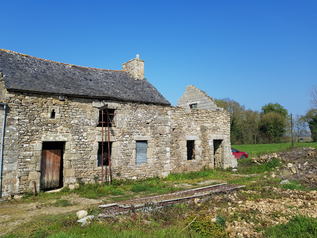 Plélan-le-Petit area:  character stone house to renovate