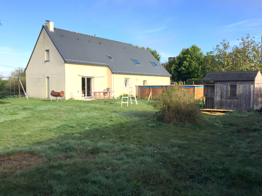 Jugon-les-lacs:  5 bedroom modern house in lovely hamlet setting