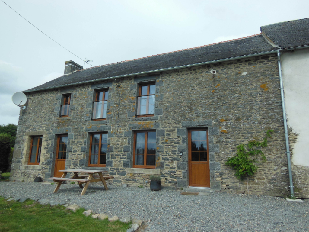 LANGOURLA - Pretty 3 bed stone house and outbuilings with potential for 3 gites