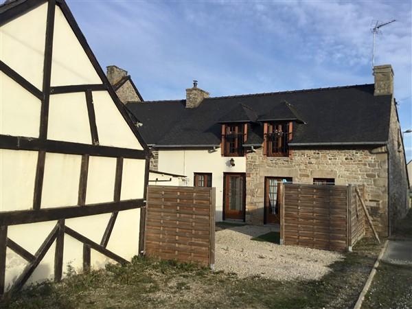 Proche Dinan, Jolie maison de village, claire et fonctionnelle !