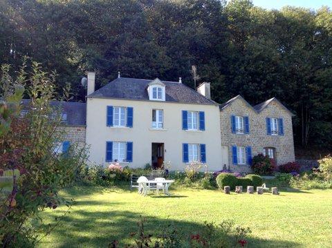 Vue sur le Mont st Michel : Belle propriété aménagée en chambre d'hotes avec parc boisé.