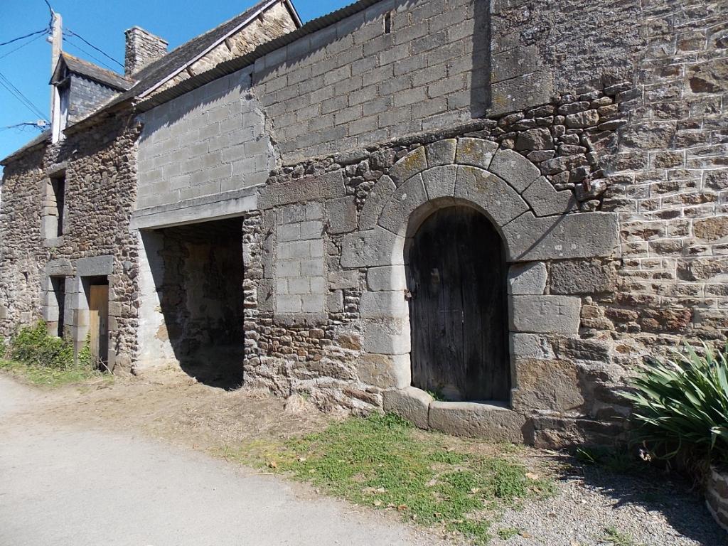 Saint Pierre De Plesguen, jolie maison de hameau proche bourg à rénover