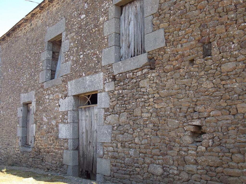 Proche bourg de St Pierre de Plesguen, Maison en pierre, à rénover complètement,