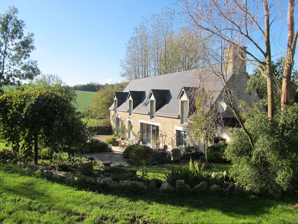 20 mns from LAMBALLE, A beautiful longere on 5 acre grounds