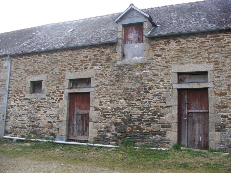 Charming stone house to renovate to 15 minutes from Lamballe