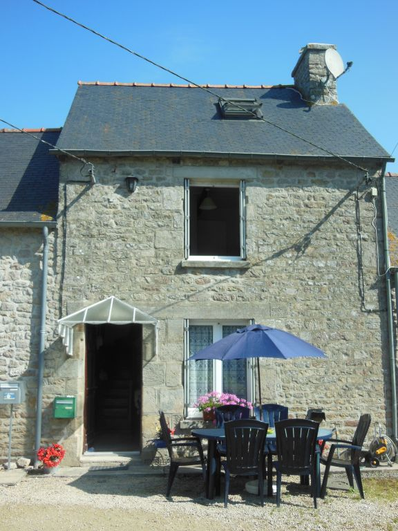 Delightful furnished holiday cottage in hamlet near popular village