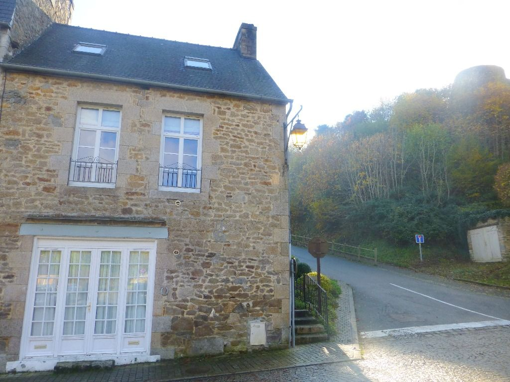 Nr DINAN - Picturesque setting for this 2 bedroomed house with one bedroom granny annexe