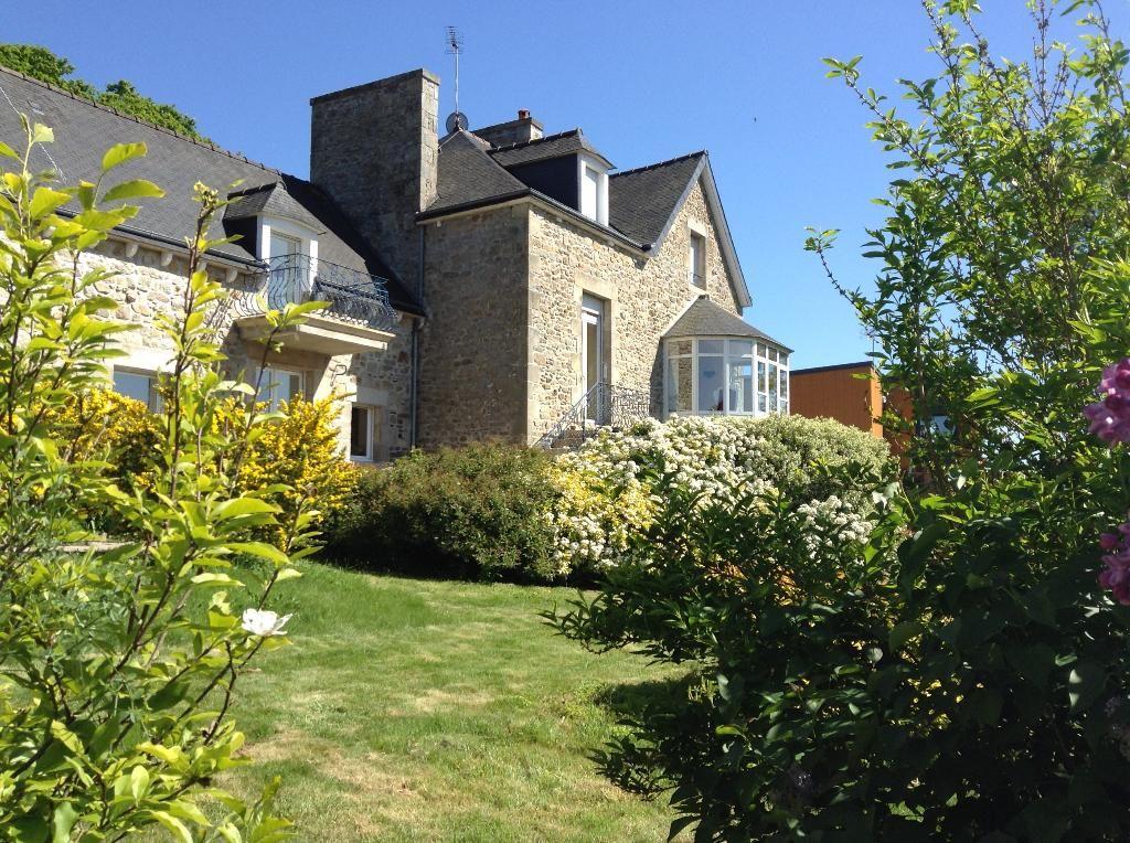 EXCEPTIONNELLE VUE SUR LE LAC - Propriété  familiale de charme,  5 chambres avec son jardin