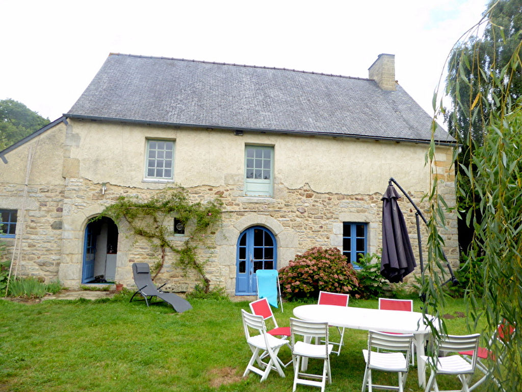 15 min Lovely farmhouse, warm and full of charm!