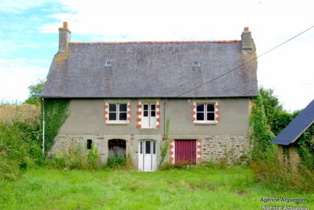 Secteur Caulnes: jolie maison de pays à rénover + terrain 4152m²