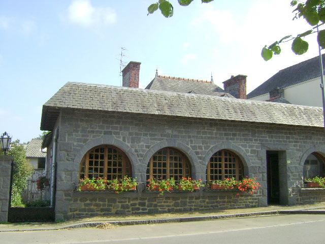 Proche axe St Malo/Rennes: belle maison atypique dans village paisible