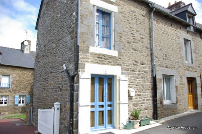 Axe St.Malo-Rennes: Charming village stone house