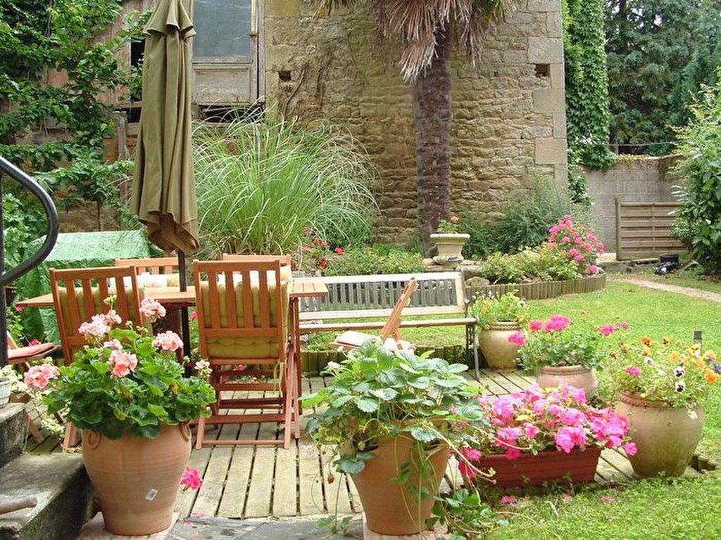 Belle maison familiale ou activité d'accueil à pied des commerces, cafés et restaurants