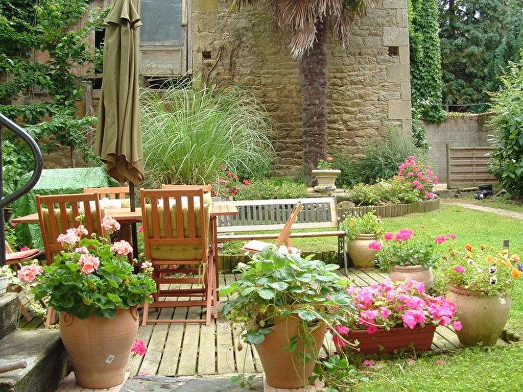 Broons: stone townhouse suitable for B&B