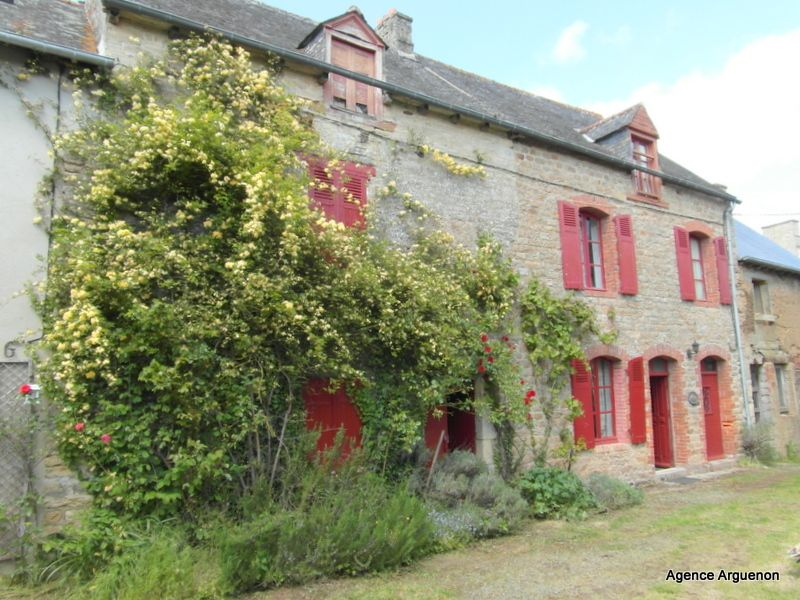 Charming riverside cottage close to Dinan