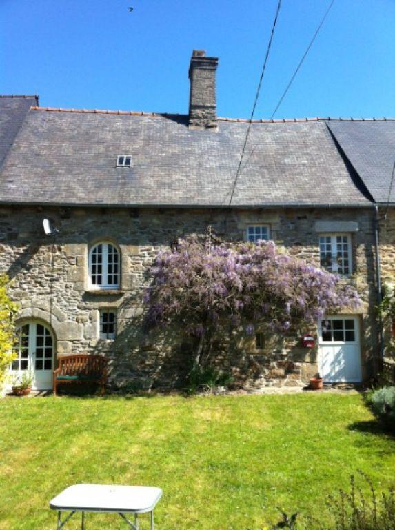10mn DINAN: Jolie maison style 'cottage' dans cadre champêtre