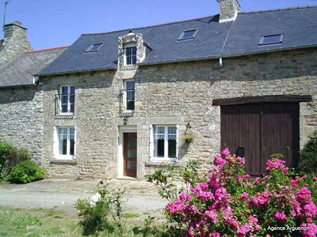 Entre Lan guédias et Yvignac, proche forêt,: cadre paisible, joli cottage avec jardin et grange