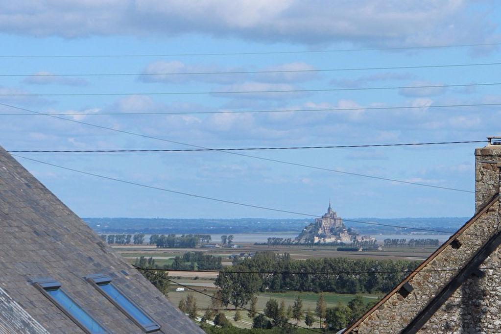 Vue du Mont St Michel: Maison 2 chambres + dépendances pour gites