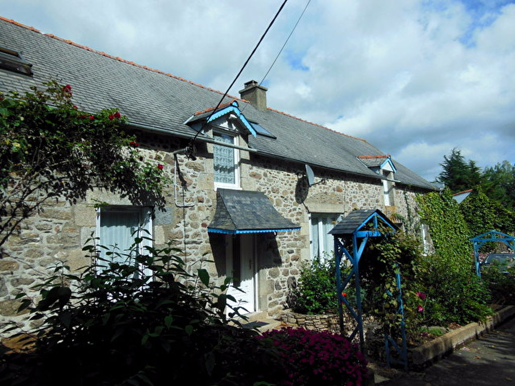 UNDER OFFER Renovated and spacious 3 bedroom longere in quiet hamlet