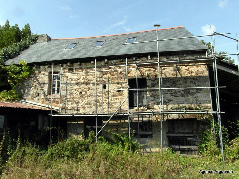 Proche Evran: bâtisse à rénover sur terrain de 2344m²