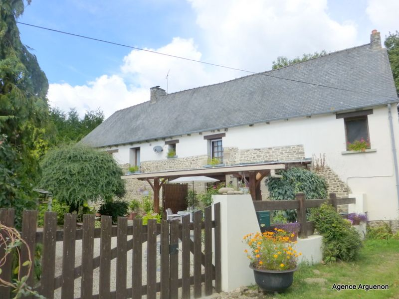 5mn Caulnes: lovely detached country cottage with gite