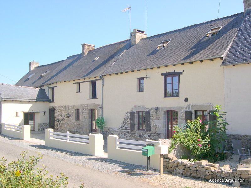 Broons area: Pretty stone cottage with possibility for gîtes