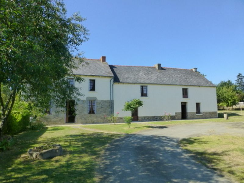 Merdrignac area, former farmhouse with outbuildings, orchard, lovely quiet setting