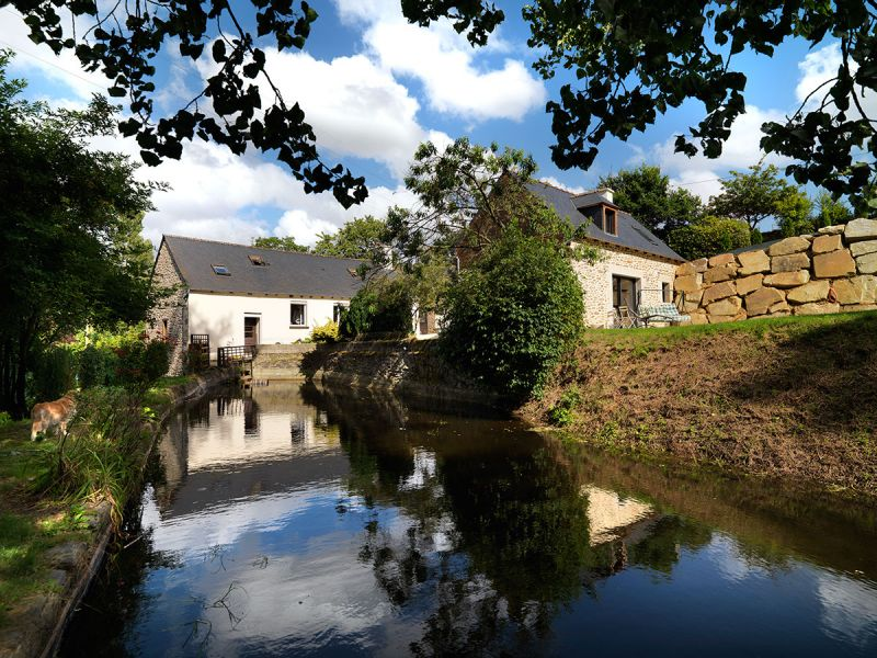 Stunning refurbished 18th century water mill property in idyllic location.