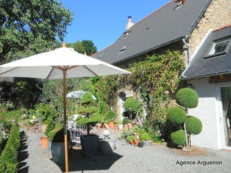 15mn Combourg: Superbe maison indépendante, pleine de charme, avec joli jardin paysagé