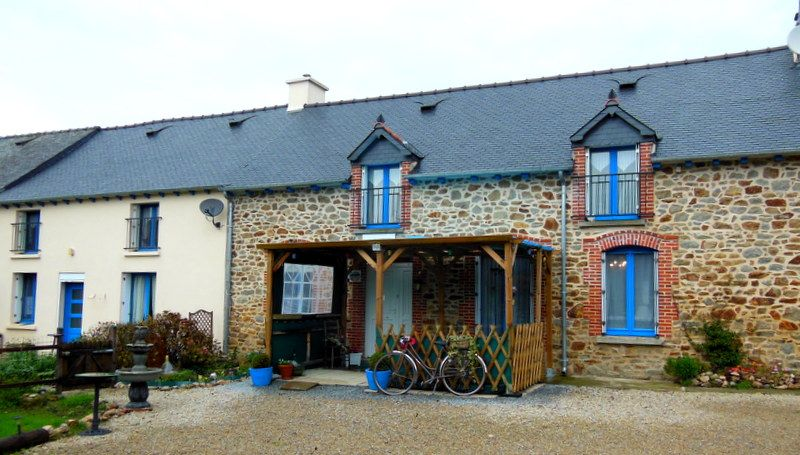 Charming refurbished 3 bed longere with 2 bed gite close to Merdrignac