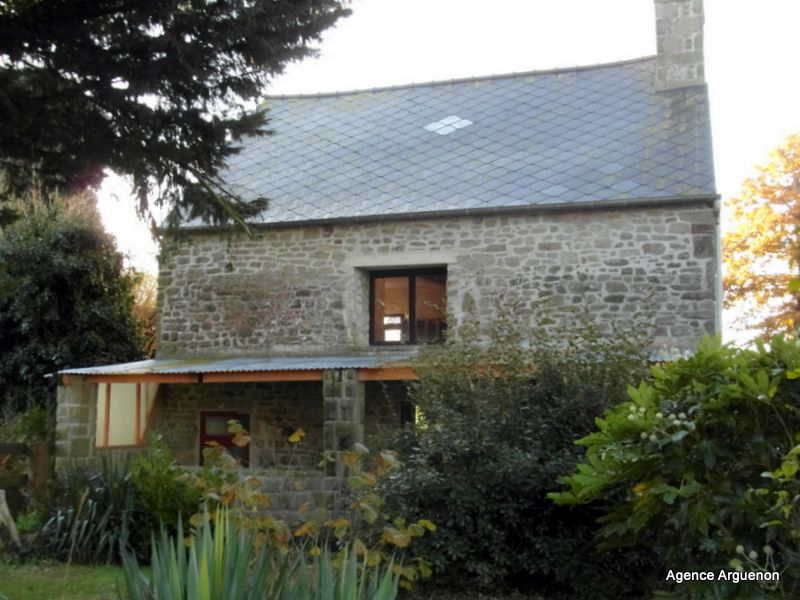 10mn Plélan le Petit: 2 bedroom detached country house with garden
