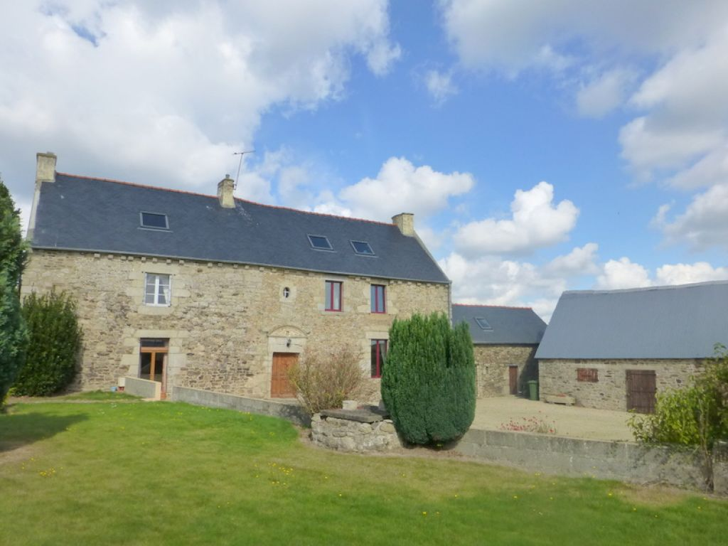 Jugon-les-lacs: superb stone house close to Dinan