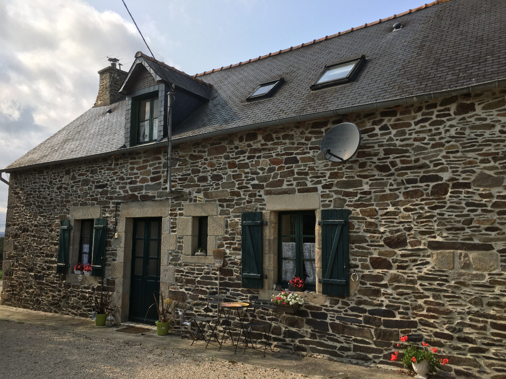 JUGON LES LACS AREA - Pretty stone cottage in quiet hamlet location.